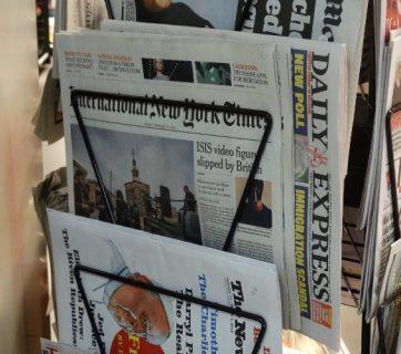Titelseiten mit Werbung statt mit Inhalt? Die Neuen Zürcher Zeitung hat eine solche Asugabe publiziert.