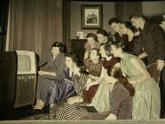 """Lange galt der öffentliche Rundfunk als """"Versammlungsort"""", heute mehren sich die Zweifel an seinem Sinn"""